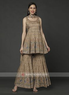 Party Wear Indian Dresses, Designer Party Wear Dresses, Pakistani Dresses Casual, Indian Fashion Dresses, Dress Indian Style, Indian Designer Outfits, Sharara Designs, Kurta Designs Women, Kurti Designs Party Wear