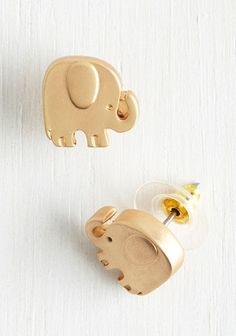 Adorable elephant earrings.