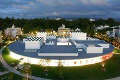 Century Museum of Contemporary Art - SANAA (Kazuyo Sejima + Ryue Nishizawa) Japan Architecture, Architecture Design, Sanaa, Kanazawa Japan, Guggenheim Bilbao, Ryue Nishizawa, Villa, New Museum, Museum Of Contemporary Art