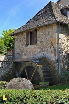 English Cottage Style, English Country Decor, Moulin France, Oak Framed Buildings, Water Turbine, Water Powers, Country Barns, Water Mill, Stone Houses