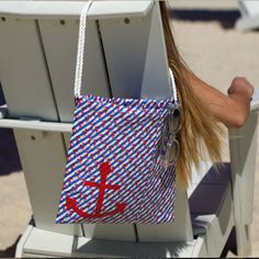 Create a cute DIY duct tape beach bag perfect. This stylish tote can be personalized using your favorite Duck® brand prints and colors. http://duckbrand.com/craft-decor/activities/beach-bag?utm_campaign=dt-crafts&utm_medium=social&utm_source=pinterest.com&utm_content=duct-tape-crafts-purses