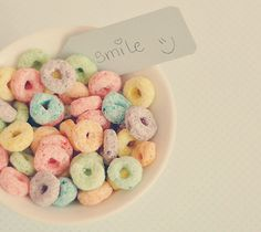 Nothing like a bowl of fruit loops for breakfast :-) Breakfast Cereal, Sweet Breakfast, Breakfast Dishes, Soft Colors, Pastel Colors, Pastels, Froot Loops, Pastel Candy, Favim