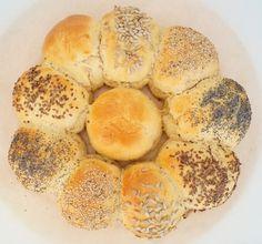 Møllehjul. Opskrift på hjemmebagt møllehjul. Der bliver 10 bløde og lækre boller ud af dejen. Se opskriften og billeder her på min madblog.