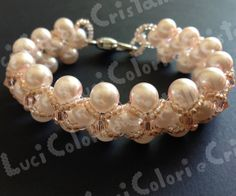 Bracciale rosa e incrocio di perline davanti