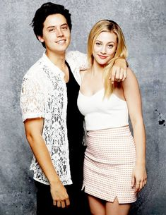 Find images and videos about riverdale, cole sprouse and lili reinhart on We Heart It - the app to get lost in what you love. Sprouse Cole, Cole Sprouse Shirtless, Cole Sprouse Funny, Cole Sprouse Jughead, Dylan Sprouse, Lily Cole, Bughead Riverdale, Riverdale Funny, Riverdale Memes
