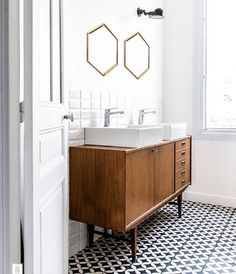 and White Bathroom Inspiration black and white bathroom with wood sink vanityblack and white bathroom with wood sink vanity Mid Century Modern Bathroom, White Bathroom Inspiration, Classic Bathroom, Mid Century Bathroom, Bathroom Trends, Modern Bathroom, Bathroom Decor, Beautiful Bathrooms, Bathroom Inspiration