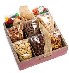 Attempting to find enjoyable commercial gifts for getting a patient or your team? We've got the most one-of-a-kind range. Wine Gift Baskets, Gourmet Gift Baskets, Basket Gift, Christmas Party Favors, Christmas Gift Box, Diy Food Gifts, Jar Gifts, Gift Hampers, Food Hampers