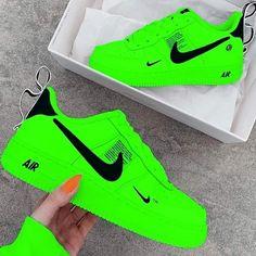 Neon Nike Shoes, Nike Shoes Photo, Cute Nike Shoes, Nike Shoes Air Force, Nike Neon, Nike Sneakers, Jordan Shoes Girls, Girls Shoes, Swag Shoes