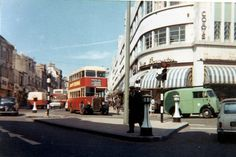 Entrance to Western Road in pre-Churchill Sq. Sometime between Copyright Tom Canneaux. Brighton Sussex, Brighton Rock, Brighton And Hove, East Sussex, Old Images, Old Pictures, Old Photos, Vintage Photos, Best Pubs