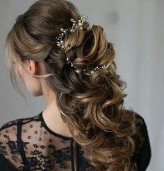 Piękna fryzura  perfect hairstyle #slubnaglowie @tonyastylist  #wedding #bridalhairstyle #pannamloda #bride #instaweddings #instalike #loki #przygotowaniadoslubu #weddingprep #bridalhair #bridetobe #hairstyles #hairdecor #fryzuraslubna #fryzuradoslubu #bridal #romantic #slub #poprostupieknie #weddingtime #fave #designforlove #slubny #slubnylook #wesele #omg  Dołącz do nas #slubnaglowie