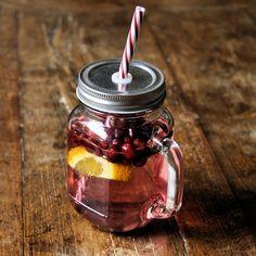 Verse sapjes of limonade. Het is heerlijk slurpen uit deze Mason jar beker.