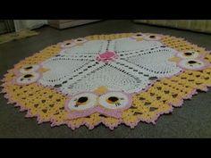 Crochet Doily Patterns, Crochet Mandala, Crochet Doilies, Crochet Designs, Hello Kitt, Crochet Videos, Crochet Home, Floor Rugs, Crochet Projects