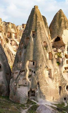 Uchisar Castle in Cappadocia, Turkey Interesting Buildings, Amazing Buildings, Ancient Architecture, Amazing Architecture, The Places Youll Go, Cool Places To Visit, Beau Site, Art Populaire, Unusual Homes