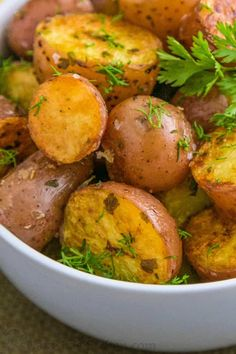 Easy Oven roasted baby red potatoes - Natasha's Kitchen Oven Roasted Baby Potatoes, Oven Roasted Sweet Potatoes, Making Baked Potatoes, Potatoes In Oven, How To Cook Potatoes, Vegetable Dishes, Vegetable Recipes, Red Potato Recipes, Bacon Wrapped Pork Tenderloin