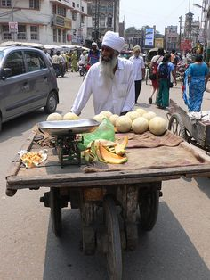 Fruit vendor, Amristar Street Food Market, Street Vendor, Agriculture In India, A Moveable Feast, Traditional Market, Amazing India, Indian Photography, Chor, World Market