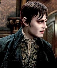 Johnny Depp as Barnabas Collins. Dark Shadows is very very good and I recommend for people who love Tim Burton as much as myself. Johnny Depp Dark Shadows, Dark Shadows Movie, Johnny Depp Characters, Johnny Depp Movies, Barnabas Collins, Kentucky, Here's Johnny, Many Faces, I Movie