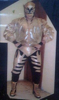 Mexican luchador Alderan...