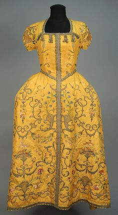 ID 100-494 METALLIC EMBROIDERED SILK VESTMENT, PROBABLY FRENCH, c. 1725. - whitakerauction