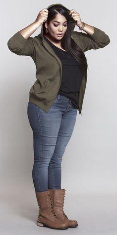Botas y chaqueta militar, el must del otoño #moda #tallaextra #plussize #vivanlascurvas