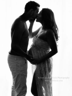 Cute couples maternity photography poses with husband