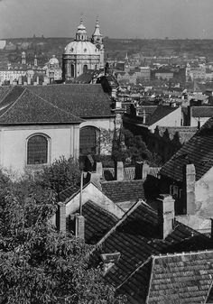Prague of yesteryear. Courtesy of Vilém Heckel Archive Czech Republic, Perfect Place, Most Beautiful Pictures, Paris Skyline, Cities, Archive, Black And White, Places, Travel