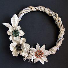 Coronas de Navidad con material reciclado (EL MUNDO DEL RECICLAJE)