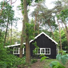 Boshuis Friesche Duin 8-persoons vakantiehuis in Appelscha | Bijzonder Plekje Black House Exterior, Exterior House Colors, Great Places, Places To Go, Tiny Living, Log Homes, Beautiful Homes, House Plans, Pers