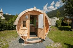 Glamping in Österreich - Campen mit Komfort   Urlaubsguru.at Glamping, Holiday Places, Outdoor Gear, Tent, Shed, Outdoor Structures, Komfort, Camper, Earth House