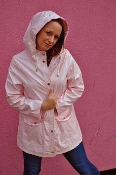 Passion: RAINCOAT Vinyl Skirt, Girls Wear, Women Wear, Imper Pvc, Pink Raincoat, Rainy Day Fashion, Rain Suit, Hooded Cloak, Pink Plastic