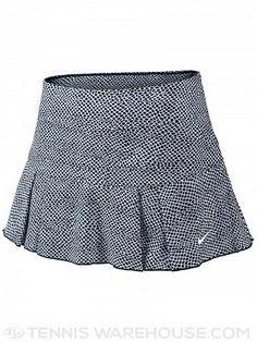 Esta falda es muy athletico. Pienso llevar a un juego de tenis.