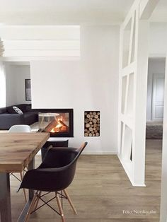 hallway flooring Wohnlust: Neulich auf I - Living Room White, White Rooms, Home And Living, Sweet Home, White Wood Floors, Small Space Interior Design, White Fireplace, Lawn Furniture, Small Hallways