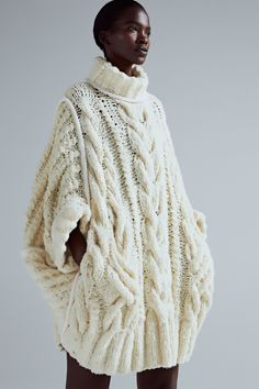 Spencer Vladimir Autumn 2018 & Knitting and fashion. Knitting trend & Yandex Zen Spencer Vladimir Autumn 2018 & Knitting and fashion. Winter Sweater Dresses, Cute Sweater Outfits, Cute Sweaters, Girls Sweaters, Cable Knit Sweaters, Winter Sweaters, Poncho Sweater, Poncho Outfit, Pullover Outfit
