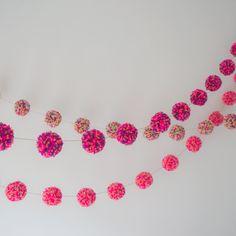 Nog een voorbeeld van een Pom pom slinger maar deze zijn gemaakt met wol.