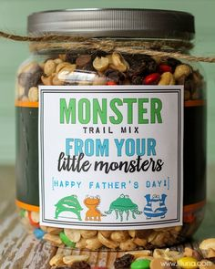 Monster Trail Mix: Little ones will love making homemade trail mix for Dad. Click through to find more Father's Day DIY craft ideas that Dad will love to get from kids and adults. Diy Father's Day Gifts Easy, Homemade Fathers Day Gifts, Personalized Fathers Day Gifts, Father's Day Diy, Grandparent Gifts, Fathers Day Crafts Preschool, Easy Fathers Day Craft, Happy Fathers Day, Kids Crafts