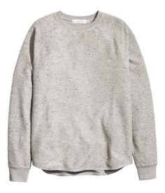 10  Gray melange. Sweater in textured, cotton-blend jersey with long raglan sleeves, ribbed cuffs, and a gently rounded hem.