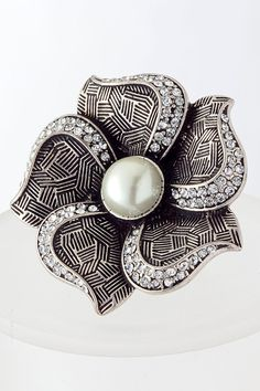 gorgeous flower pearl stretchable ring  $15  www.facebook.com/BomShellBoutique