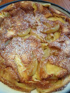 German Apple Oven Pancake The Secret Ingredient is Love Apple Recipes, Sweet Recipes, Breakfast Dishes, Breakfast Recipes, Apple Breakfast, Oven Pancakes, Brunch Recipes, Yummy Food, Tasty
