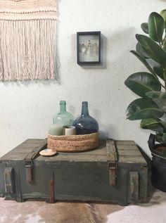 Oude houten legerkist Tiny House, Sweet Home, Inspireren, Bathroom, Decor, Fotografia, Accessories, Washroom, House Beautiful