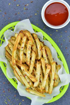 Crispy Homemade French Fries in Air Fryer - a healthy alternative using less oil - made using fresh potatoes. #frenchfries #airfryerrecipes Deep Fried French Fries, French Fries At Home, Making French Fries, Homemade French Fries, Oven Baked Fries, Fries In The Oven, Air Fryer Recipes Mozzarella Sticks, Fresh Potato