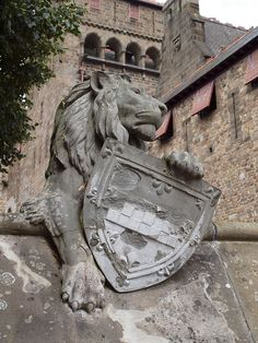 Cardiff Castle Lion by Hammerhead27, via Flickr