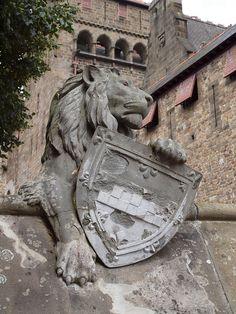 Cardiff Castle Lion by Hammerhead27, via Flickr