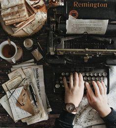 Vintage typewriter and messy desk - Vintage typewri. - Vintage typewriter and messy desk – Vintage typewriter and messy desk Source by – Brown Aesthetic, Aesthetic Vintage, Cosy Aesthetic, Aesthetic Writing, Aesthetic Center, Messy Desk, Different Aesthetics, Slytherin Aesthetic, Vintage Typewriters