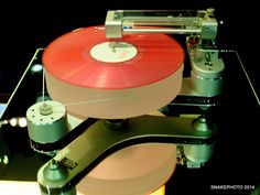Classic vinyl player with modern engineering. Diy Turntable, Audiophile Turntable, Fi Car Audio, Hifi Audio, High End Hifi, High End Audio, High End Turntables, Hi Fi System, Play That Funky Music