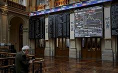 Vista general de los paneles de la Bolsa de Madrid.