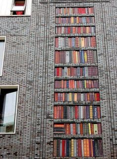 Незвичайний фасад будинку. Амстердам