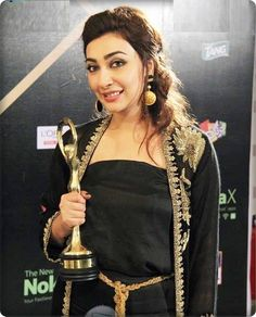 ayesha khan in ARY film awardas 2014 (assignment-3)