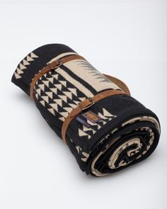 yummy wool blanket w/ detachable leather harness & shoulder strap