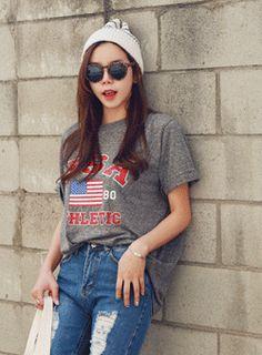 Today's Hot Pick :USAロゴ入りTシャツ【iamyuri】 http://fashionstylep.com/SFSELFAA0002876/iamyuriijp/out 伸縮性のあるコットン素材を使った半袖Tシャツです。 USAのロゴが入ったアメリカンカジュアルなデザインに☆ 適度に余裕のあるフィット感でスキニージーンズとの相性が◎!! ヒップにかかる丈でスタイリング力の高いヴィンテージ風ロゴ入りTシャツ♪