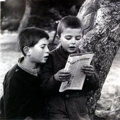 Boys reading a magazine - Greece, Marcel Proust, English Book, Great Photographers, Yesterday And Today, Inspirational Books, Love Reading, Photojournalism, Vintage Photographs, Beautiful Children