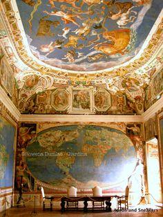 Villa Farnese in Caprarola, Italy | salle des mappemondes. J'ai essayé de reproduire quelques unes des constellations. L'ensemble est sublime.